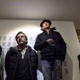Jérémy Taburchi annonce le principe de la performance, entouré de quelques uns des participants au quatrième numéro de la revue Lou Can