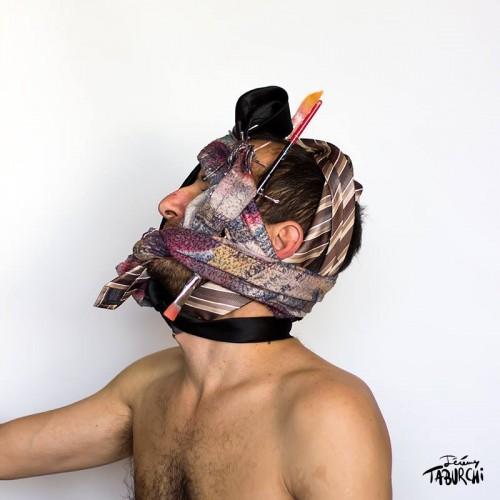 Autoportrait en tenue de soirée par Jérémy Taburchi